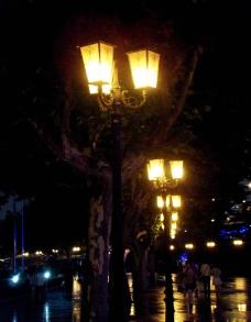 上海博物馆前路灯图片