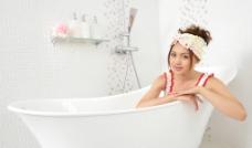 浴缸美女图片