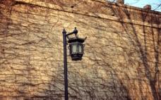 城墙与路灯图片