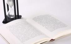 书本和沙漏图片