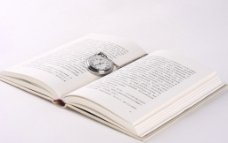 书籍和怀表图片