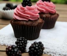 草莓味纸杯蛋糕图片