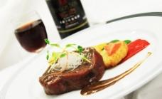 澳洲牛肉配红酒图片