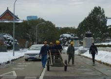 雪中的工人图片