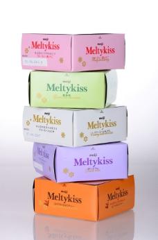 明治雪吻巧克力五色叠加图图片