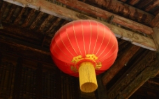 屋檐下的红灯笼图片