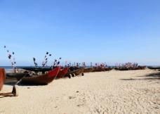 海滩上的小船图片